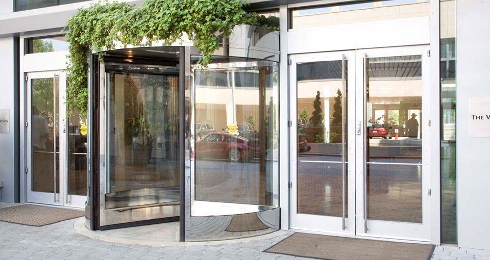 Карусельные автоматические двери – пять причин для выбора