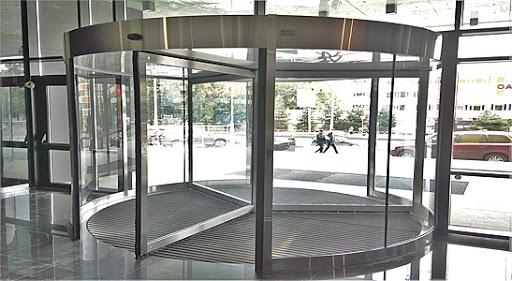 Возможные неполадки карусельных дверей